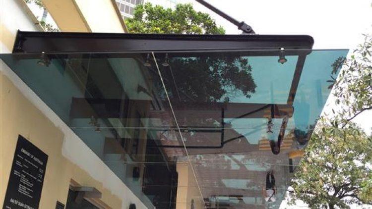 Dán Phim cách nhiệt mái kính, Phim bảo vệ cường lực mái kính ngoài trời, lan can kính