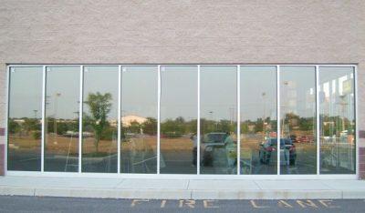 Tấm kính đã được dán Phim cách nhiệt phản quang nhìn từ bên ngoài