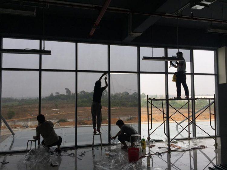 Thi công Dán phim cách nhiệt tại VNPT TECHOLOGY, Khu CN Cao Láng, Hoà Lạc