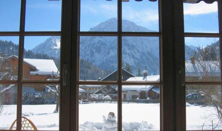 Dán phim cách nhiệt cửa sổ cho mùa đông