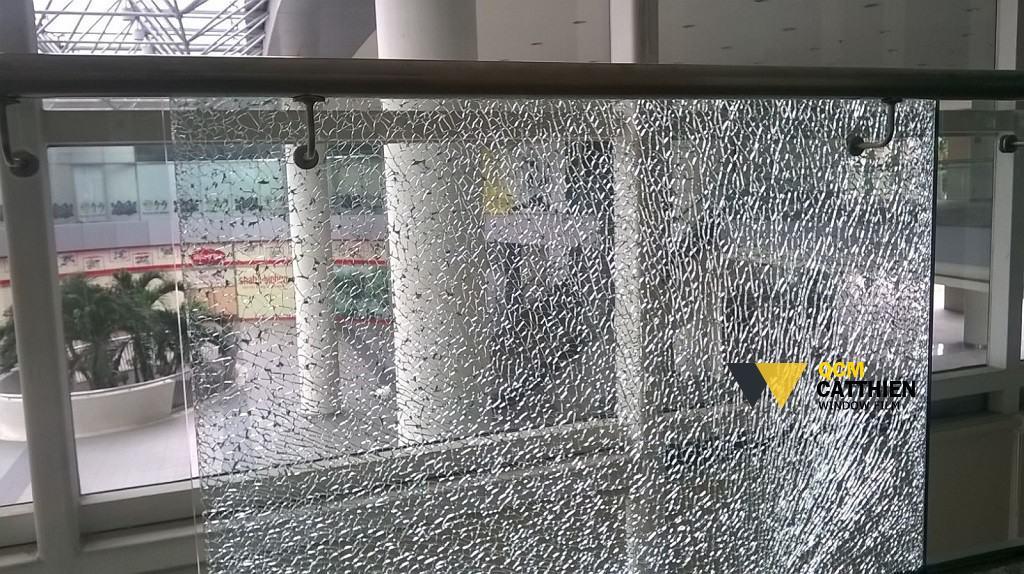 phim dán kính văn phòng Chống nổ vỡ kính