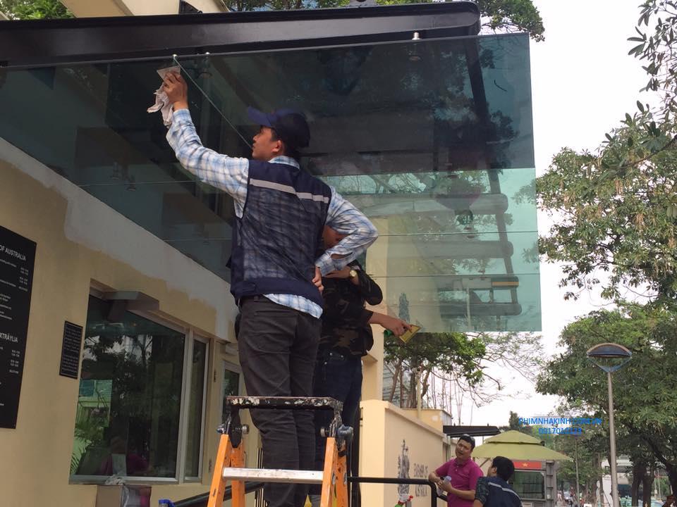 Dán phim cách nhiệt mái kính đại sứ quán Australia