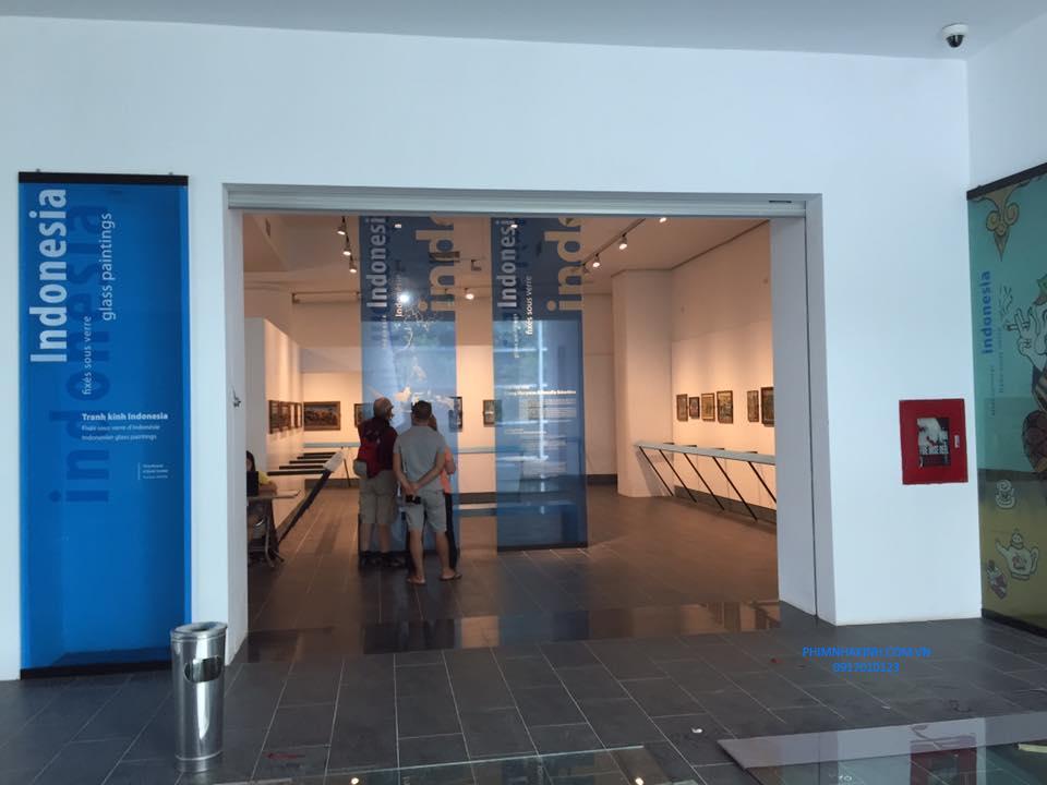 Dán phim an toàn và tranh kính tại Bảo tàng Dân tộc học