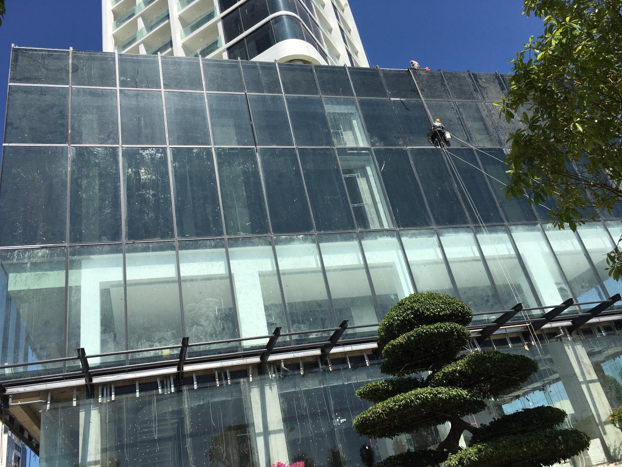 Dán phim cách nhiệt cho tổ hợp khách sạn Scenia Bay – Nha Trang