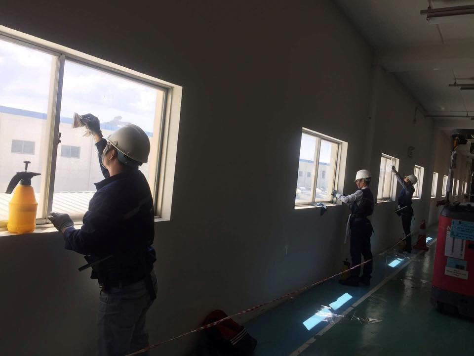 Thi công phim bảo vệ kính Nhà máy thiết bị vệ sinh TOTO Hưng Yên